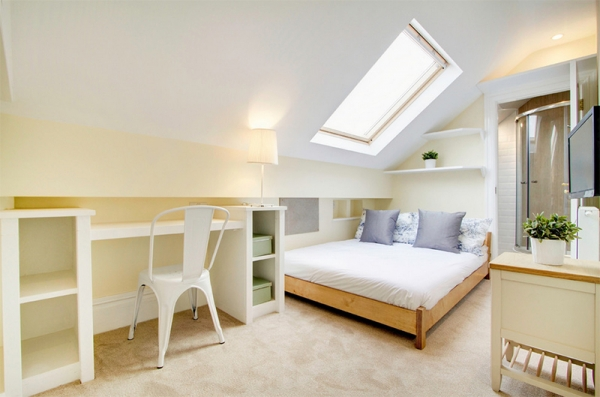 10 Amazing Bedrooms with Skylights (10).jpg