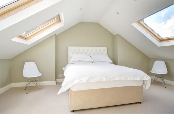 10 Amazing Bedrooms with Skylights (4).jpg