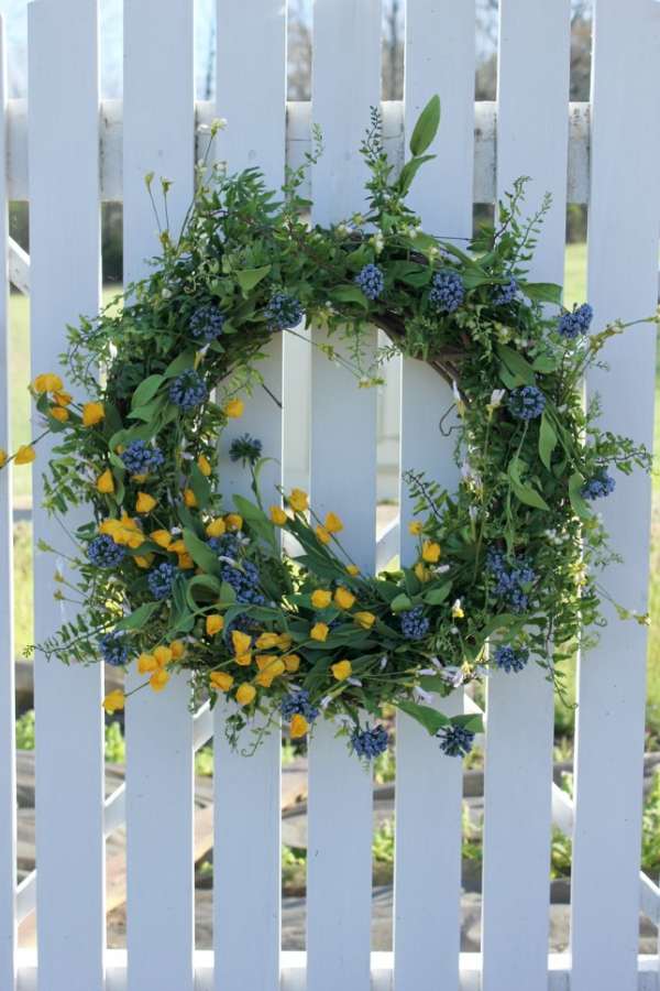 7 ways to decorate with a spring wreath (2)