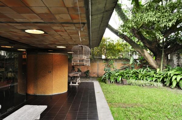 a-gorgeous-split-level-home-9