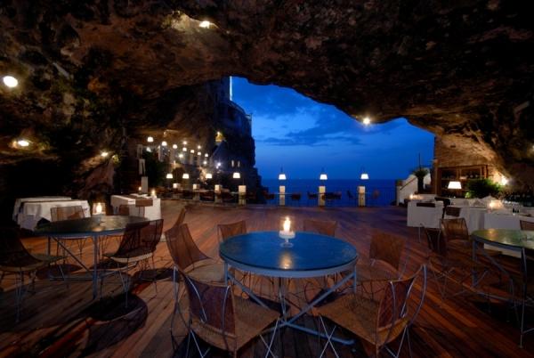 a-magnificent-cave-restaurant-1