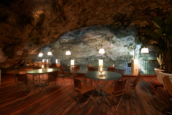 a-magnificent-cave-restaurant-2