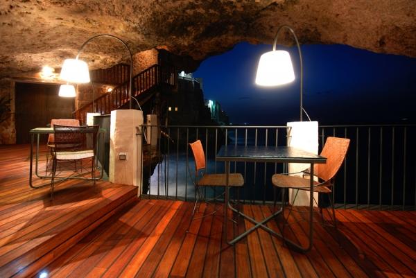 a-magnificent-cave-restaurant-3