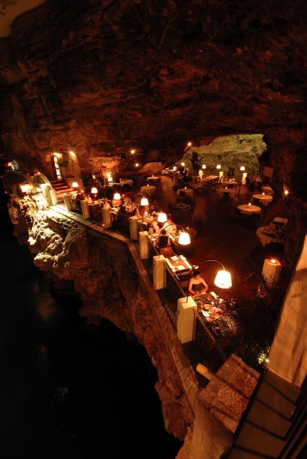 a-magnificent-cave-restaurant-4
