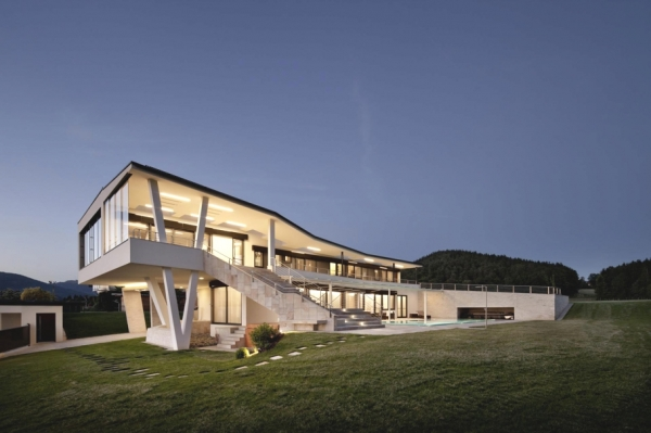 a-modern-house-plan-that-plays-with-lines-11