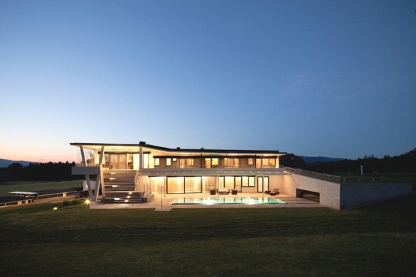 a-modern-house-plan-that-plays-with-lines-12