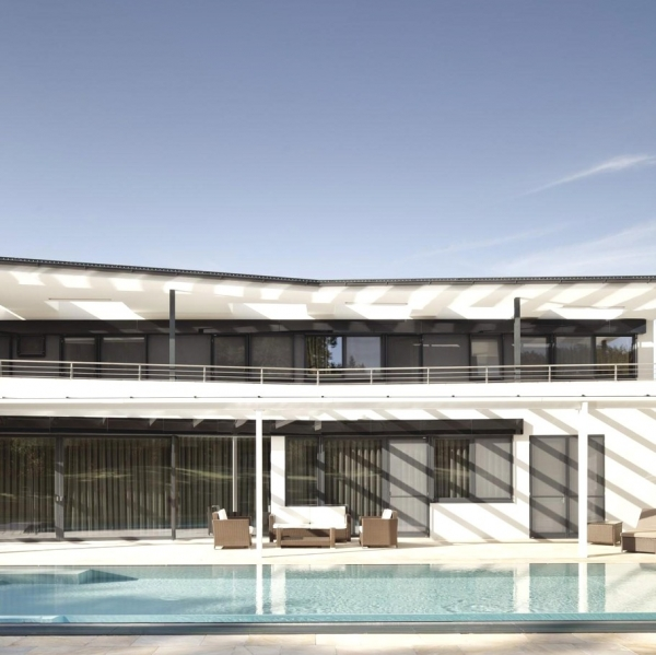 a-modern-house-plan-that-plays-with-lines-6