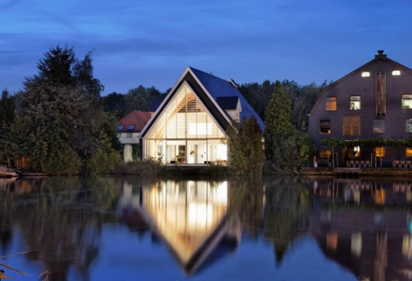 a-rather-unique-house-in-the-netherlands-1