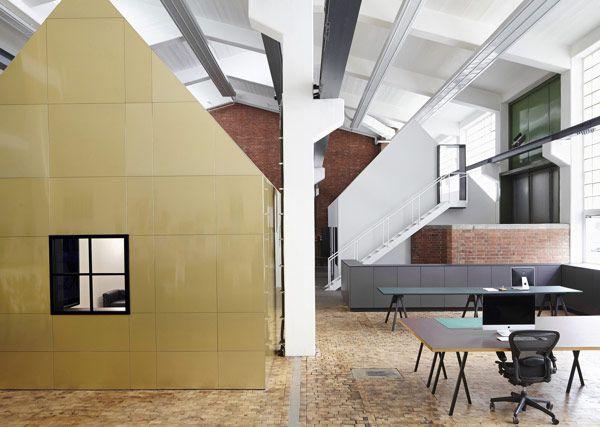 a-stunning-modern-workspace-1