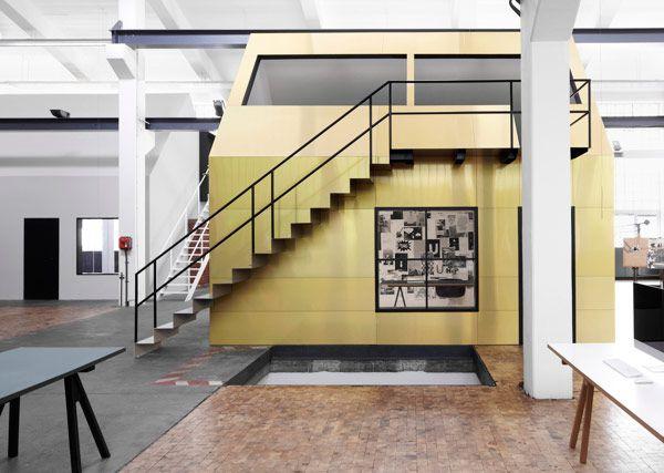 a-stunning-modern-workspace-2