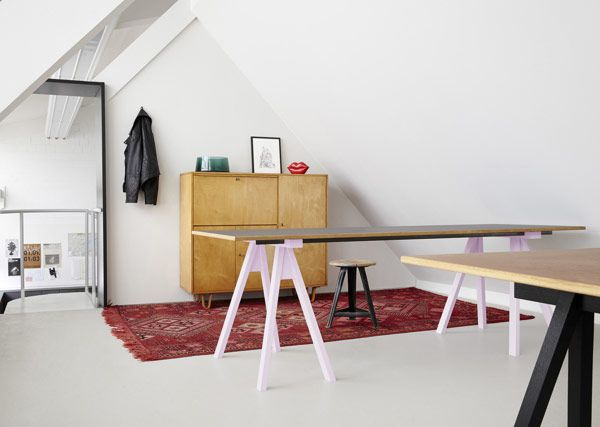 a-stunning-modern-workspace-3