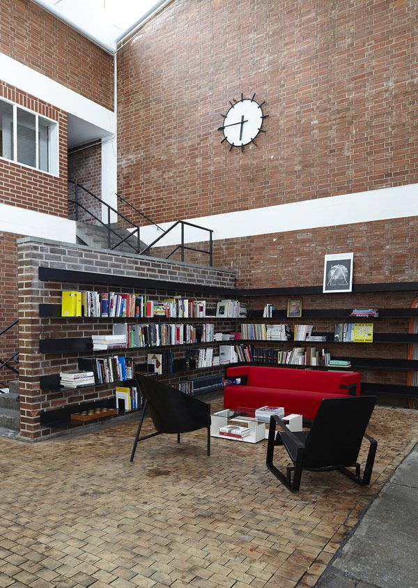 a-stunning-modern-workspace-5