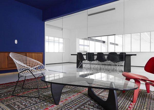 a-stunning-modern-workspace-6