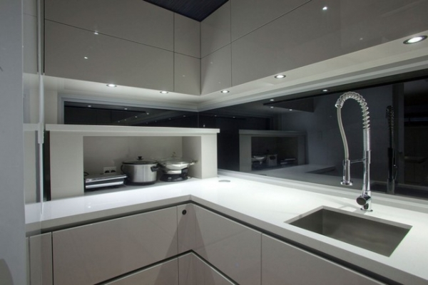 a-stylish-kitchen-with-form-and-function-7