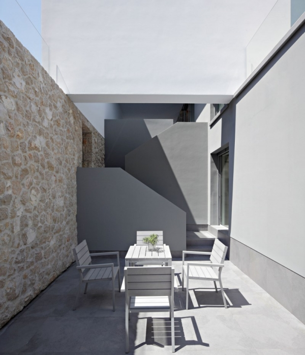 contemporary-house-on-the-adriatic-3