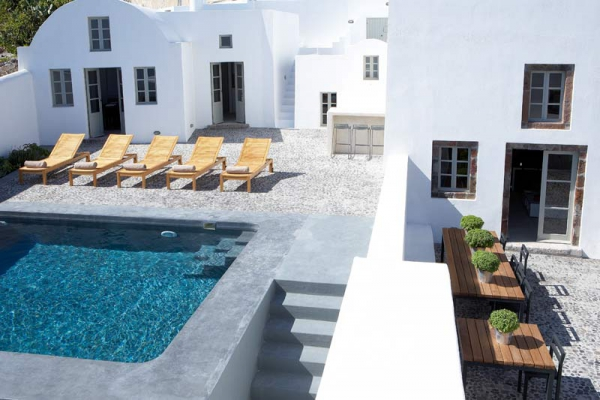 a-white-villa-in-santorini-2