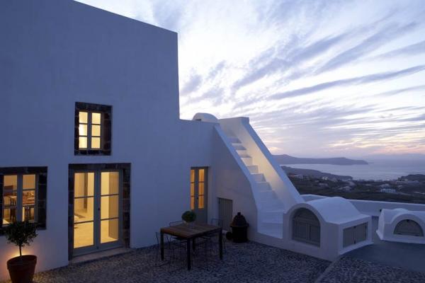a-white-villa-in-santorini-4