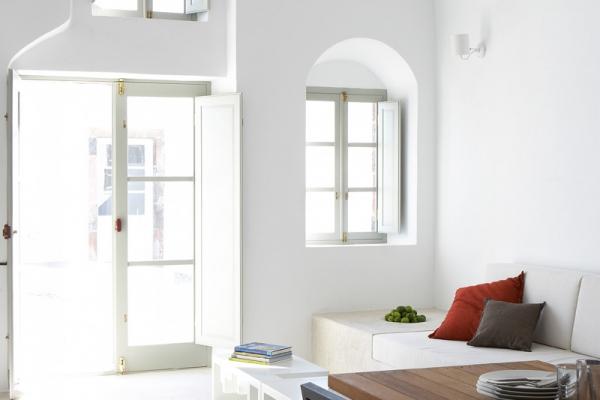 a-white-villa-in-santorini-5