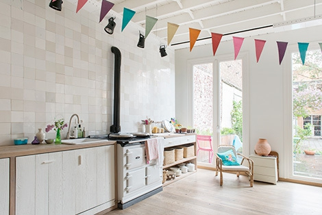 Adorable home with bright and beautiful decor (2)