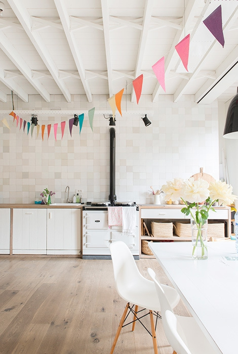 Adorable home with bright and beautiful decor (4)