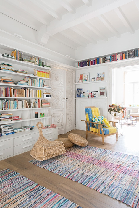 Adorable home with bright and beautiful decor (7)
