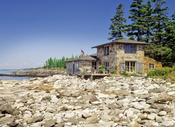 adorable-stone-house-on-an-island-near-maine-1