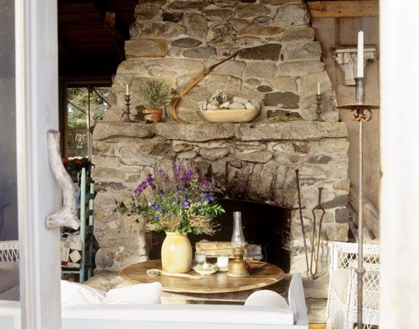 adorable-stone-house-on-an-island-near-maine-4