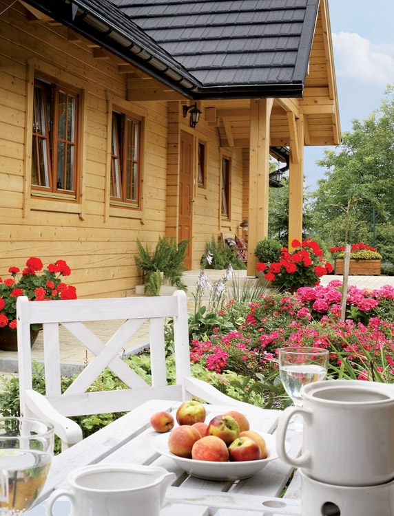 adorable-wooden-cottage-in-poland-1