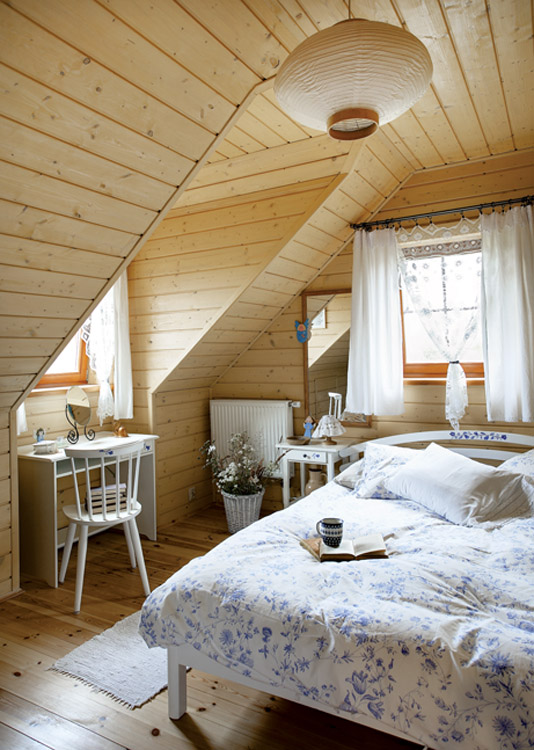 adorable-wooden-cottage-in-poland-11