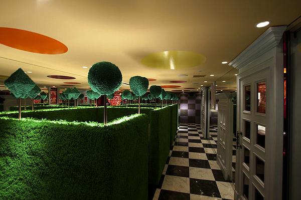 alice-in-wonderland-themed-restaurant-3