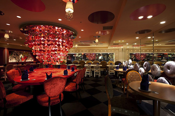 alice-in-wonderland-themed-restaurant-4