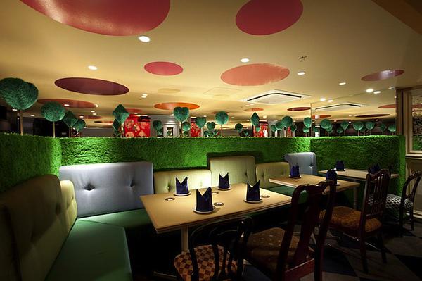 alice-in-wonderland-themed-restaurant-5