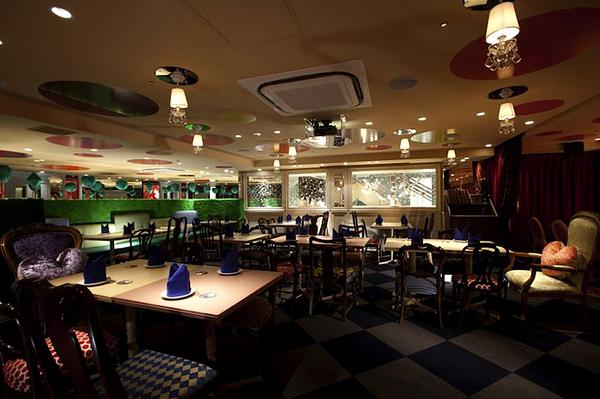 alice-in-wonderland-themed-restaurant-6