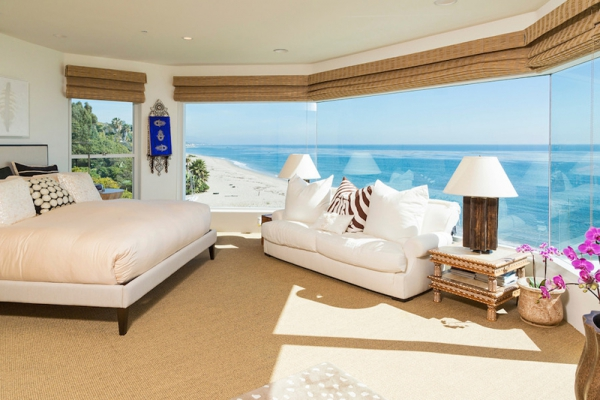 Amazing beach house stuns with its design and views (7)