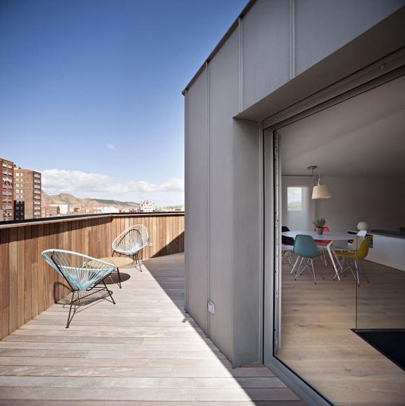 amazing-contemporary-attic-8