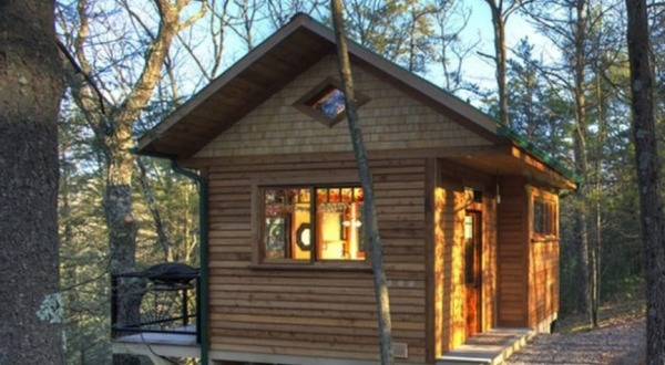 Tiny wooden retreat (2)