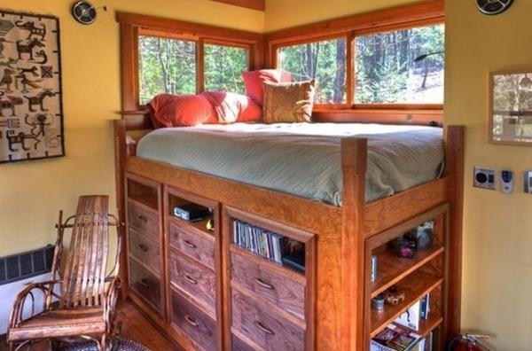 Tiny wooden retreat (6)