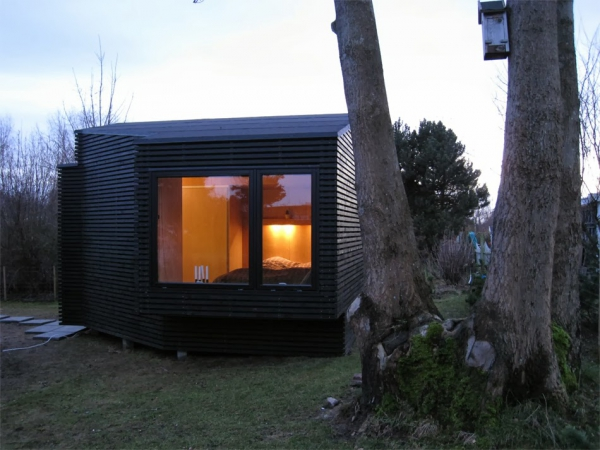 beautiful-and-inviting-a-tiny-guest-house-1