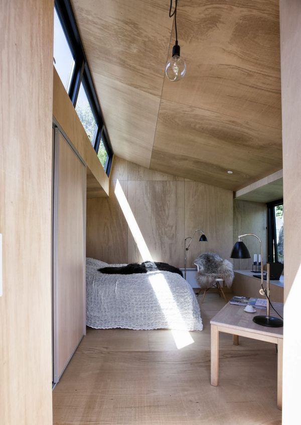 beautiful-and-inviting-a-tiny-guest-house-3