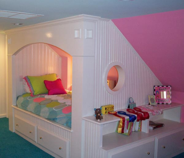 beautiful-and-practical-childrens-sleeping-nooks-1