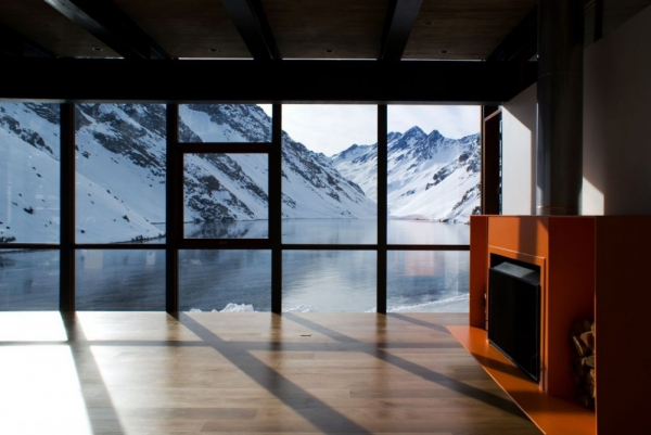 beautiful-mountain-chalet-tucked-away-in-the-andes-7