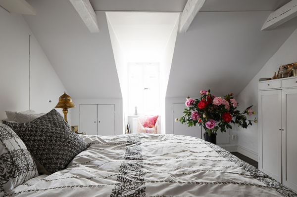 beautifully-carefree-an-attic-apartment-9