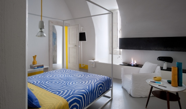 blue-and-yellow-decoration-of-a-small-hotel-2