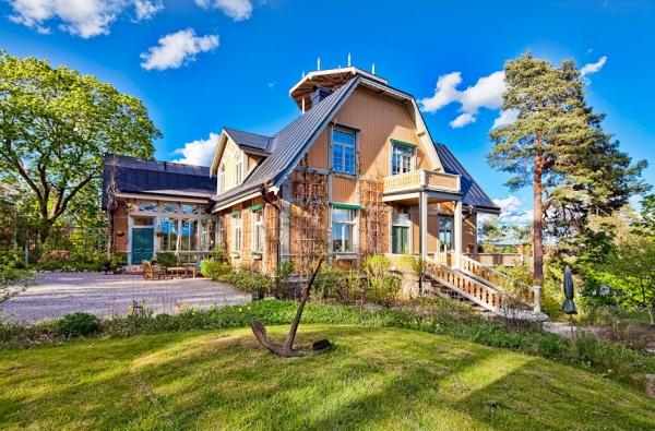 breidablick-wooden-palace-9
