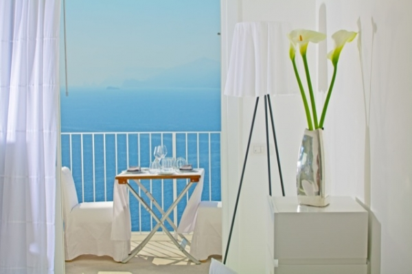 white-interior-1_0