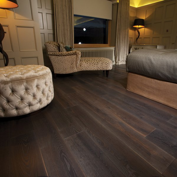 Characteristics of wood flooring and where to apply it at home (7).jpg