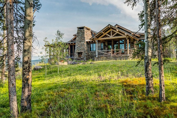 Charming rustic house tucked away in Montana (20)