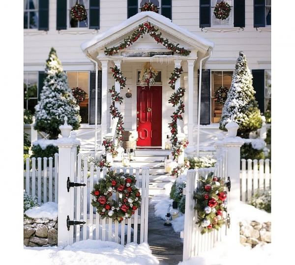Decorating Ideas > Christmas Porch And Front Door Decorating Ideas – Adorabl ~ 015324_Christmas Decorating Ideas For The Front Door
