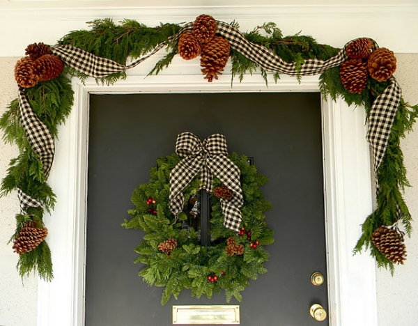 christmas-porch-and-front-door-decorating-ideas-10
