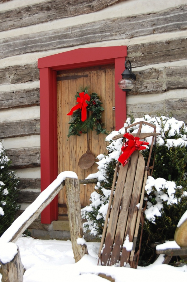christmas-porch-and-front-door-decorating-ideas-3